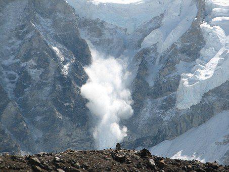 雪崩 エベレスト