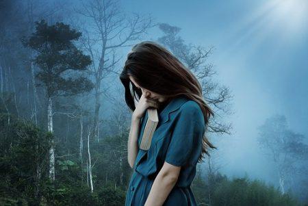 女の子 悲しみ